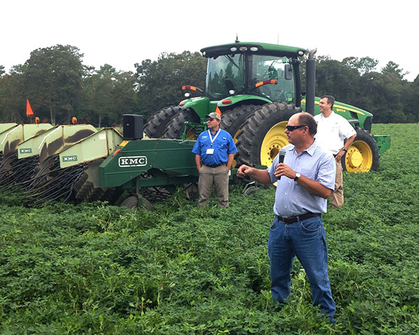 Andy Bell, peanut grower from Decatur County, speaking to attendees about Bell Farms. | Photo from georgiapeanuttour.com